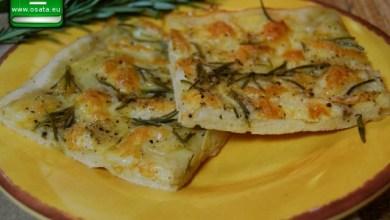 Рецепта за пица с пресни картофи, розмарин и чесън