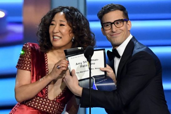 Altın Küre'de sunucular Sandra Oh & Andy Samberg