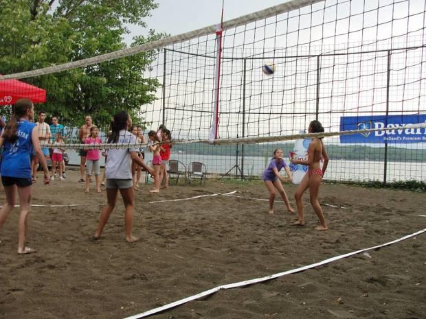 krupac odbojka na pijesku festival niksic beach volleyball montenegro expand the net  3