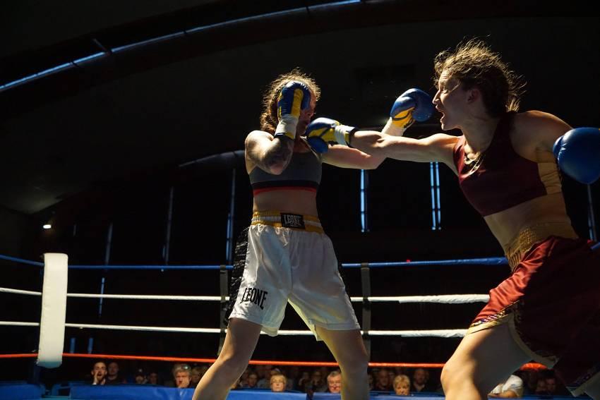 Oshin Derieuw vs Aleksandra Vujovic