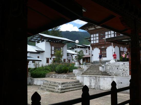 2-bhutan-school-medicine