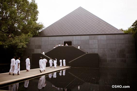 Osho Meditation Resort - Pyramid before White Robe