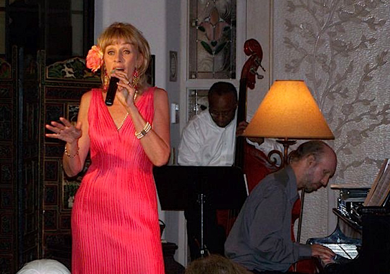 Singing from the heart at a concert in a Malmö mansion.