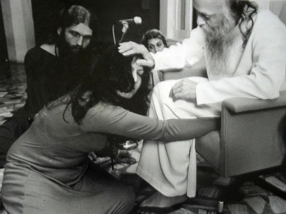 Kusum in darshan with Osho (Chuang Tzu Pune)