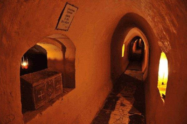 050-Lavra-Caves