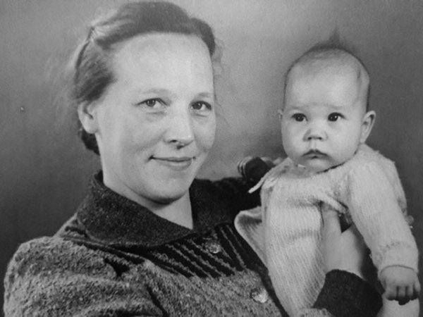 Nisha-Annemarie and Mom, 1949