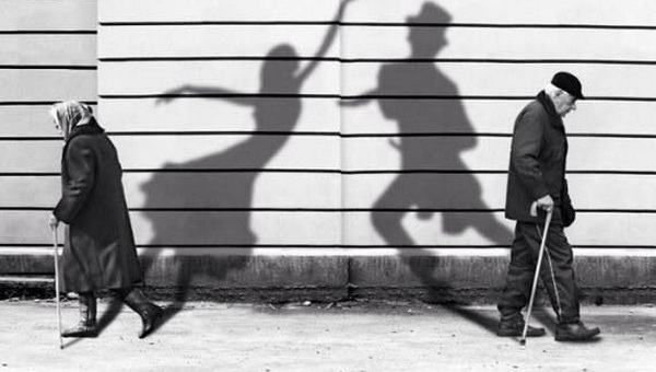 Couple and shadows Feat