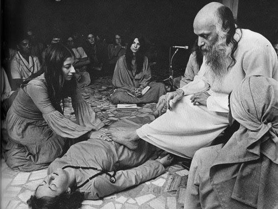 080-Radha-medium-in-darshan