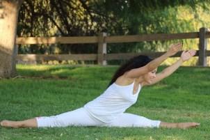 Yoga estiramiento reductiva meditacion relajacion posturas sanacion conexion cuerpo mente Instructora Maritza Rosales 046