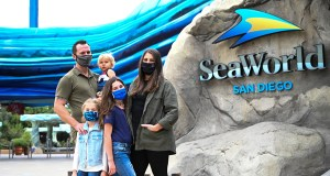 military-family-at-seaworld