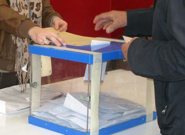Un  ourensán exerceu o seu dereito ao voto./ Foto: Carlos G. Hervella