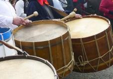 O Entroido arranca en Valdeorras cun desfile de folións en Vilamartín