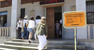 Calurosa xornada de votacións en Valdeorras