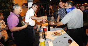Centos de persoas desfrutan do II ViñoTapeo de Quereño