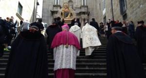 O traslado de Santa María Nai pecha a Semana Santa na cidade das Burgas