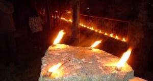 Caracois ardendo para iluminar a procesión da Soidade no Castro