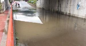 A treboada obriga a cortar a entrada ao Barco dende Veigamuíños