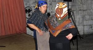 O grupo de teatro de Arcos pon o broche de humor ás festas de San Lourenzo