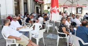 Ambiente festivo na praza Maior de Viana do Bolo