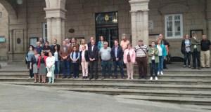 A capital garda silencio en repulsa dos incendiarios e en apoio ás vítimas