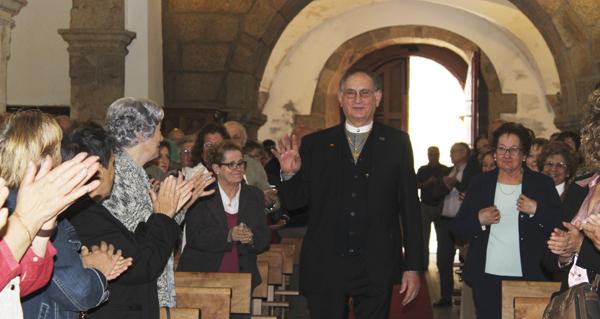 Santo Estevo (A Rúa) homenaxea a Severino Pérez polos 50 anos como párroco