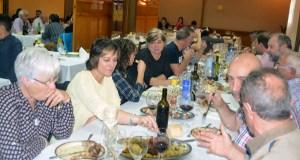 Degustando cocido de Porco Celta en Manzaneda