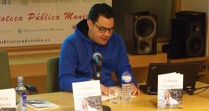 """Presentación do poemario """"Diluvio pasajero"""" na Biblioteca de Verín"""