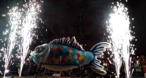 (Vídeo) Ourense chora a marcha do Entroido e queima a Sardiña na Praza Maior