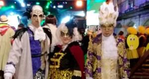 """Os disfraces do """"Carnaval Veneciano"""" gañan o concurso de Viana do Bolo no apartado grupal"""