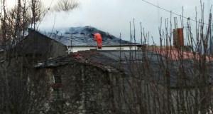 Un incendio afecta a dúas casas en Cerdeiros (San Xoán de Río)