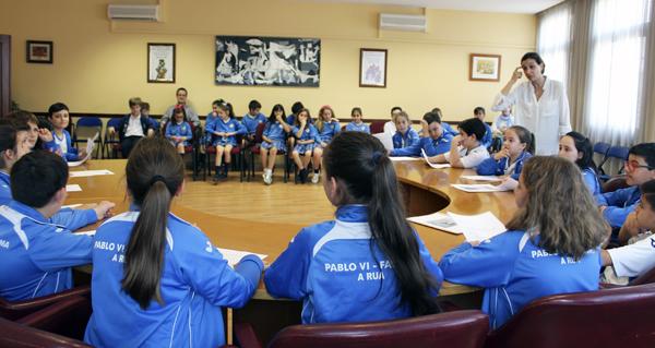 Alumnos do colexio Pablo VI-Fátima protagonizan o Pleno infantil no Concello da Rúa