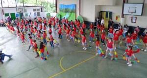 Graduacións, baile e música para despedir o curso no CEIP Otero Pedrayo de Viloira