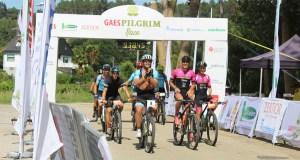 Os ciclistas da II Pilgrim Race chegan a Valdeorras