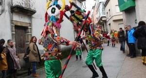 O pleno vianés acorda iniciar o proceso para declarar o Entroido festa de interese turístico nacional e para patentar os seus símbolos