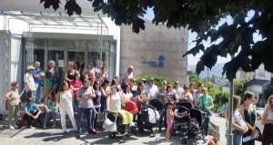 Protestas no Centro de Saúde de Trives pola supresión do servizo de Pediatría