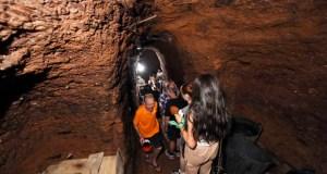 Valdeorras réndese, un ano máis, á ruta polas covas de Vilamartín