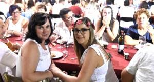 Manzaneda tínguese de branco na Festa Ibicenca