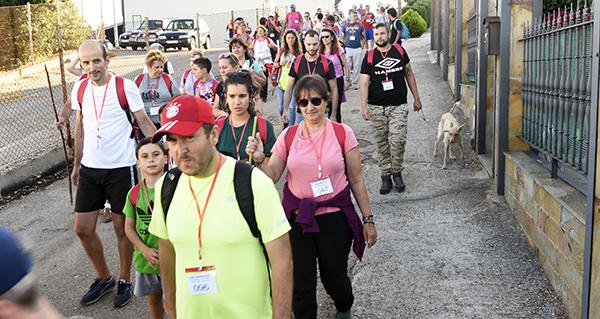 Un cento de camiñantes participan na andaina nocturna pola senda dos soutos do Bolo