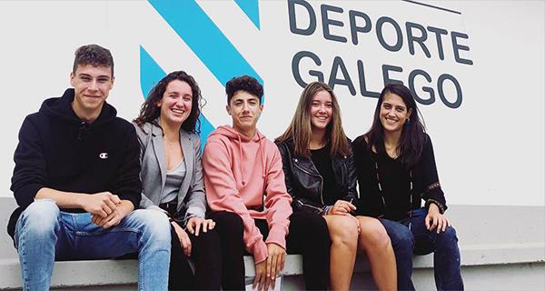 A karateka barquense Lucía Herrero recibe unha das becas do Centro Galego de Tecnificación Deportiva
