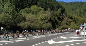 O pelotón da Volta a Galicia ao seu paso polo municipio de Quiroga