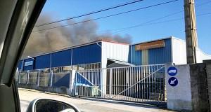 Incendio dunha nave industrial do Barco