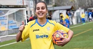 A valdeorresa Isabel Vázquez adestra ao primeiro equipo feminino das Escolas de Fútbol de Carballo
