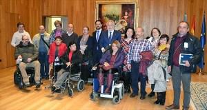 Membros de Disvalia visitan o Parlamento de Galicia