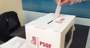 José Ángel V. Barquero e Elena de Prada presentan os avais para concorrer ás primarias socialistas á alcaldía de Ourense