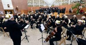 A ritmo de vilancicos no Concerto de Nadal do Orfeón e da Banda de Música do Barco