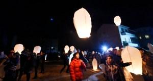 Os faroliños voadores solidarios iluminan o ceo de Trives