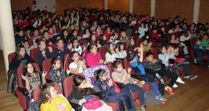 """Escolares do Barco e arredores asisten a un peculiar concerto didáctico de """"instrumentos insólitos"""""""