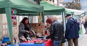 Xornada de compras e sorteos no II Mercadiño de Nadal na Rúa