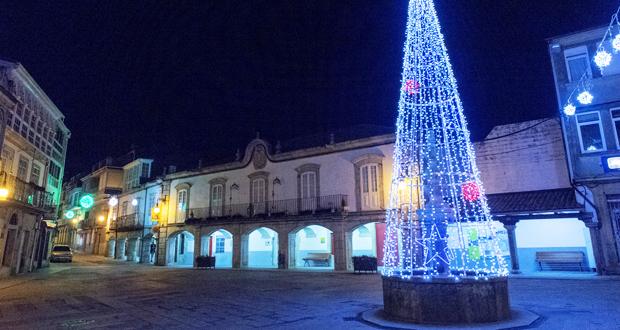 Viana vén de abrir o programa de Nadal co acendido da iluminación e con diversos actos