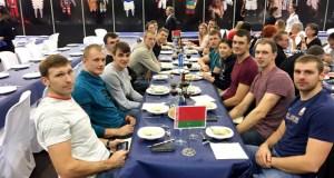 A selección absoluta de remo de Vielorrusia e a paralímpica inglesa, en Xantar